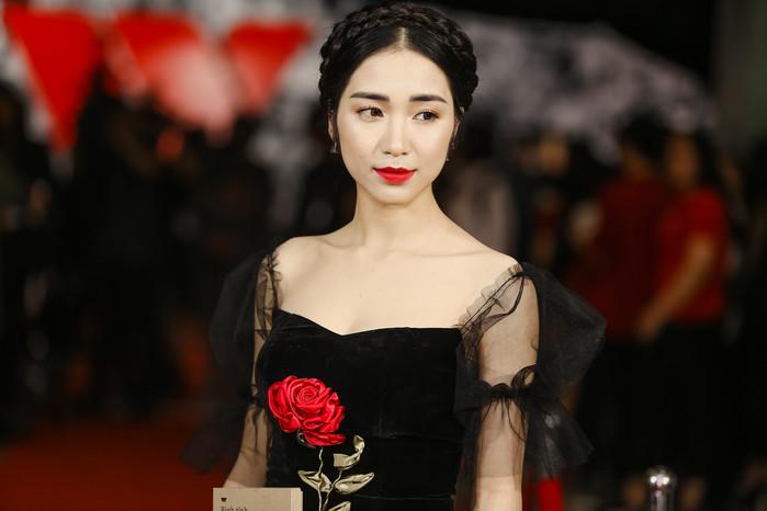 Nữ ca sĩ Hòa Minzy sợ hãi khi nhớ lại từng bị người của Hội Thánh Đức Chúa Trời dụ dỗ.