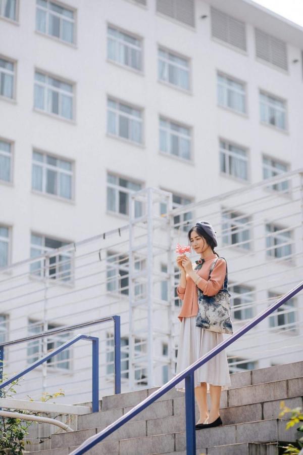 ... thì Hòa Minzy 'thả thính' fan loạt hình ảnh đẹp lung linh.