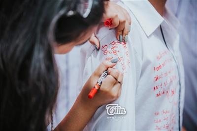 Chiếc áo lưu bút 'thần thánh' mỗi mùa chia ly, bạn đã viết gì và cất nó ở đâu rồi? 2