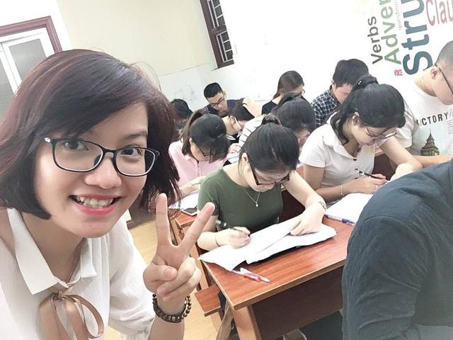 Ngoài dạy online, Vũ Mai Phương còn quản lý, dạy trực tiếp tại trung tâm tiếng Anh của mình và các lớp học khác tại Hà Nội. Ảnh: Facebook