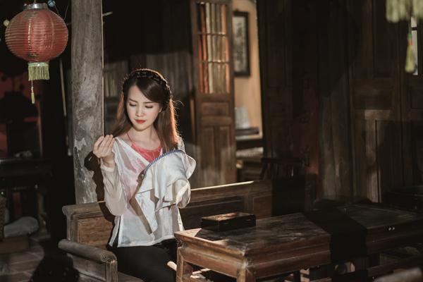 Sau thời gian dài chữa bệnh, Á hậu Thụy Vân bất ngờ tung MV ca nhạc 2