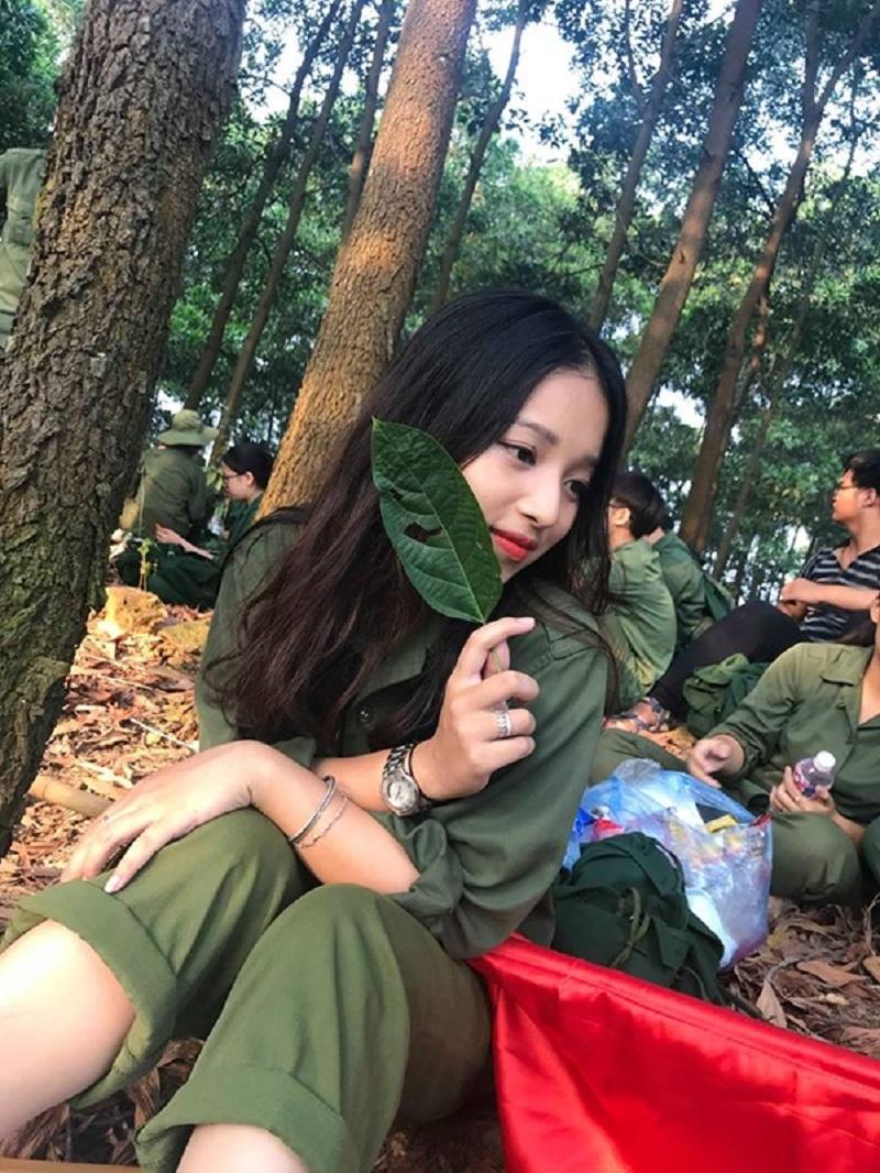 Hình ảnh của Kim Anh được cộng đồng mạng chia sẻ với tốc độ chóng mặt