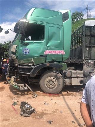 Tai nạn xe khách kinh hoàng ở Sơn La, 12 người bị thương phải nhập viện cấp cứu 1