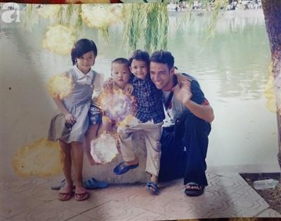 Con gái Thu Trang (ngoài cùng bên trái).