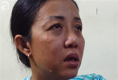 Những giọt nước mắt lăn dài trên má của người mẹ.