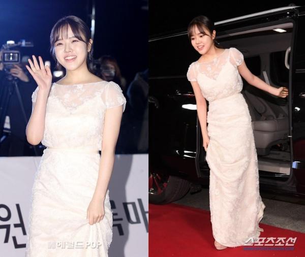Quen thuộc với khán giả Việt qua bộ phimThử thách thần Chết trong năm 2017 và 2018,song Kim Hyang Gi lại không nhận được đề cử ở hạng mục nào tạiRồng Xanh năm nay.Tuy nhiên, cô nàng vẫn xinh đẹp bất chấp trong chiếc váy trắng thướt tha, dịu dàng