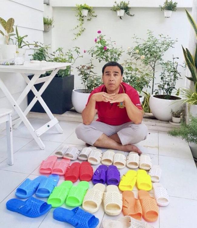 Bộ sưu tập dép tổ ong nhiều màu của Quyền Linh.