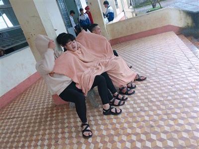 Hà Nội vào đợt rét sâu, dân mạng 'cười té ghế' trước hình ảnh học sinh trùm chăn đi học 3