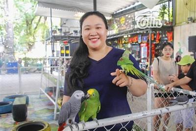 Vẹt cũng trở thành pet cưng đáng yêu được nhiều người Sài Gòn lựa chọn chăm sóc.