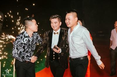 Đàm Vĩnh Hưng xuất hiện trong đám cưới với sân khấu được đầu tư 5 tỷ đồng ở Hưng Yên 6