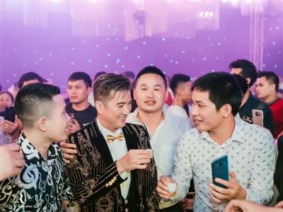 Đàm Vĩnh Hưng xuất hiện trong đám cưới với sân khấu được đầu tư 5 tỷ đồng ở Hưng Yên 8