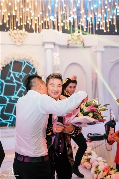 Đàm Vĩnh Hưng xuất hiện trong đám cưới với sân khấu được đầu tư 5 tỷ đồng ở Hưng Yên 9