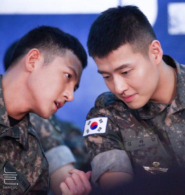 Anh chàng đã gặp gỡ và cùng làm việc với Ji Chang Wook trong quân đội.