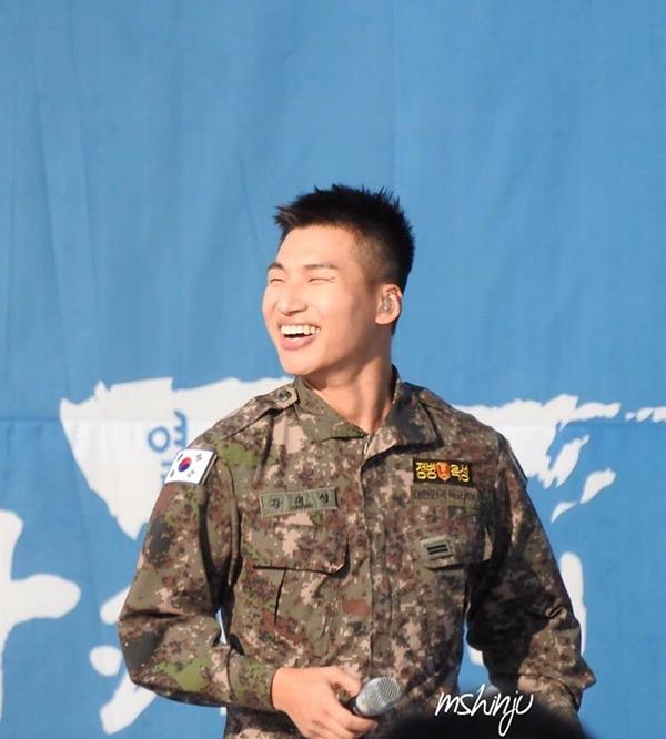 Daesung nối bước các thành viên, nhập ngũ cùng thời điểm để sớm đoàn tụ.