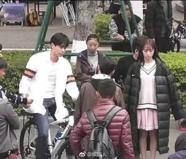 Quá trình quay phim ồn ào, nhiều nhân viên hỗ trợ đã khiến trật tự trường học bị quấy rối