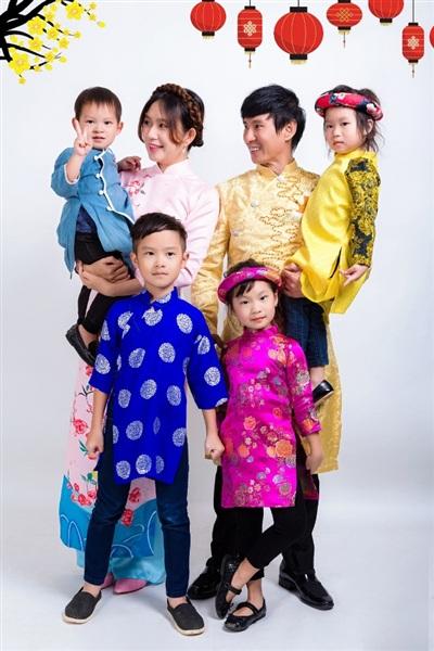 Gia đình Lý Hải khoe ảnh mừng năm mới cùng dàn diễn viên phim 'Lật mặt 4' 1