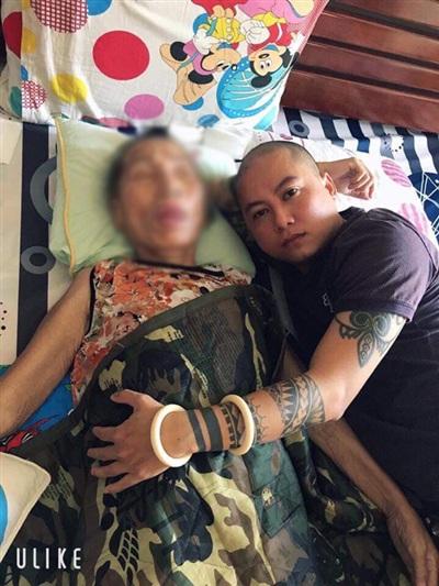 Chàng trai đau lòng khi chứng kiến mẹ mình gầy mòn dần vì bệnh tật rồi mãi mãi ra đi