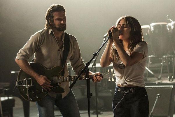 Lần đầu tiên Bradley Cooper và Lady Gaga trình diễn Shallow trên sóng truyền hình.