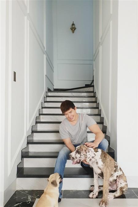 Nathan Lee tình cảm mừng sinh nhật mẹ, hé lộ căn villa chục triệu đô la mới tậu 4