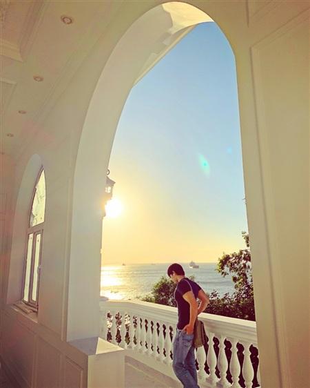 Nathan Lee tình cảm mừng sinh nhật mẹ, hé lộ căn villa chục triệu đô la mới tậu 2