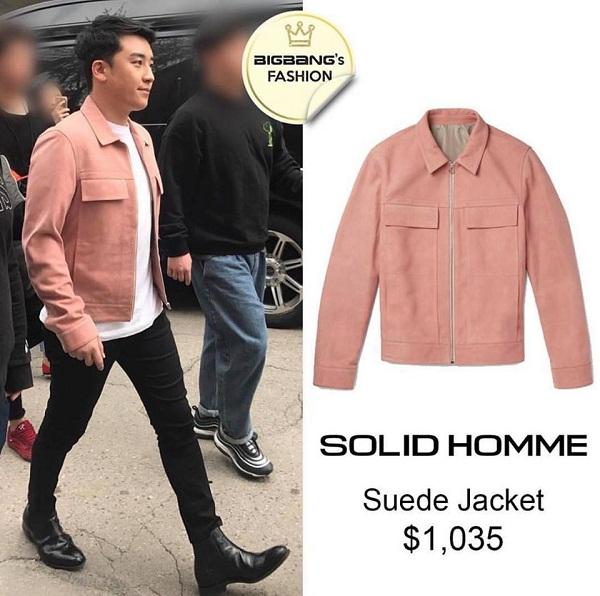 Màu hồng không làm mất đi vẻ nam tính nếu như biết cách phối đồ. Ở đây, 'tài tử họ Lee' đã mix chiếc áo jacket hồng pastel của thương hiệu Solid Homme (1035 USD ~ 23 triệu đồng) với áo thun, quần skinny và boots.