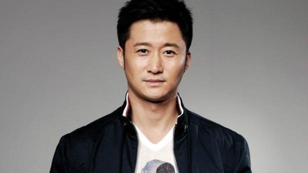Ngôi sao phim võ thuật, nam diễn viên gạo cội Ngô Kinh gây bất ngờ khi dẫn đầu danh sách top 100 nam mỹ nam đẹp nhất châu Á.