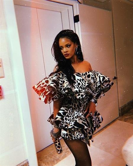 Rihanna tung ảnh nóng bỏng, fan lại nháo nhào vào đòi nhạc mới 1