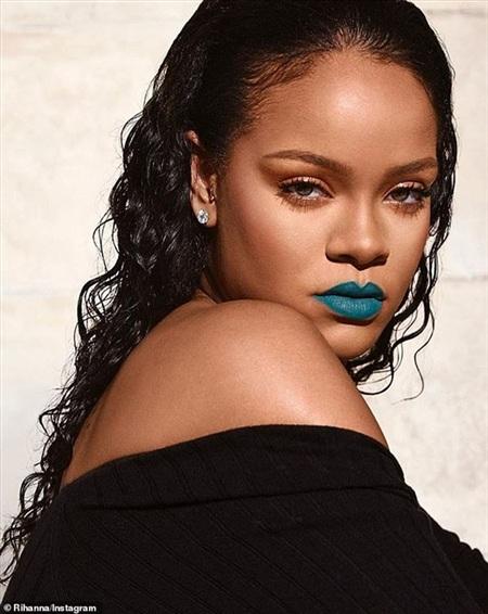 Nữ ca sĩ chăm chỉ quảng bá cho hãng mỹ phẩm Fenty hơn là làm nhạc