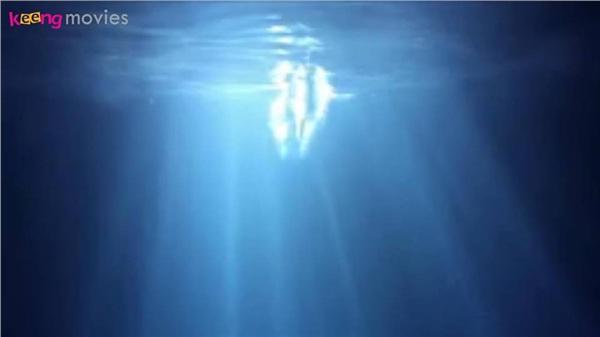Bạch Khảo Nhi bất ngờ nhảy sông ngay từ phút đầu của phim