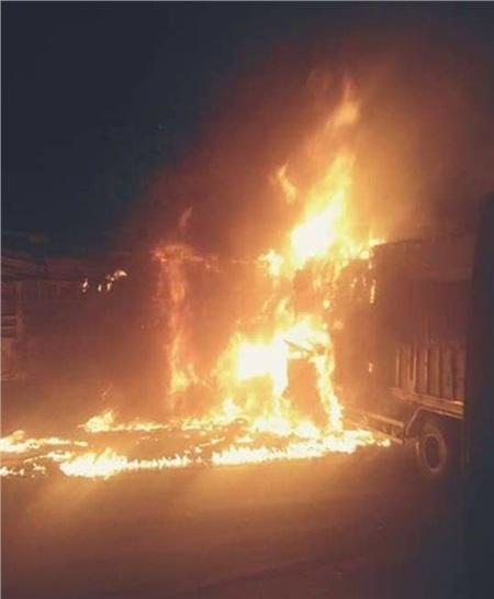 Sau tiếng nổ lớn, ngọn lửa bốc cháy bao chùm