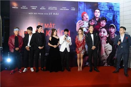 Trả lời báo giới trước buổi công chiếu, đạo diễn - biên kịch Lý Hải và dàn diễn viên đã chia sẻ những tai nạn nghề nghiệp đáng nhớ và cả những kỉ niệm sau hậu trường thú vị