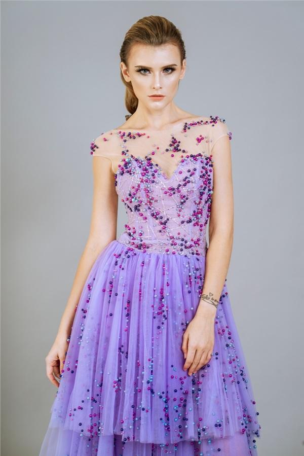 Những mẫu váy dạ hội đính kết giúp bạn gái khoe triệt để vẻ đẹp cơ thể 0