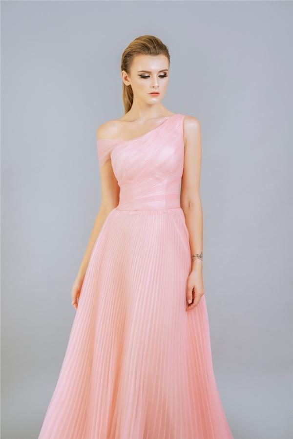 Những mẫu váy dạ hội đính kết giúp bạn gái khoe triệt để vẻ đẹp cơ thể 4