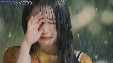 Ảo tưởng tuổi 17 (tập 6): Linh Ngọc Đàm vừa đi vừa khóc dưới mưa khi thấy crush và cô bạn thân 'Quỳnh búp bê nhí' tình tứ 9