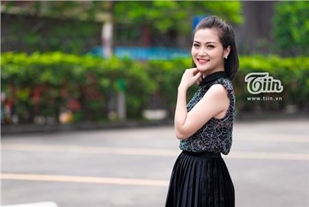 Xuất hiện trong chương trình Người ấy là ai với câu chuyện lấy chồng đồngtính, nữ MC kiêm biên tập viên của kênh Truyền hình Quốc phòng Việt Nam- Nguyễn Đình Ngọc Anh (SN 1991) hiện đang nhận được sự quan tâm đặc biệt từ dư luận.