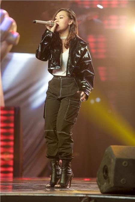 Trần Hồng Liênthể hiện ca khúc Thank u next, cô mang đến một tiết mục hấp dẫn từ phần nghe đến phần nhìn.