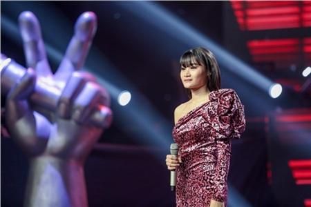 Trên sân khấuThe Voice - Giọng hát Việt 2019,Nguyễn Thị Trang đã tái hiện hitVà em có anhcủa nữ ca sĩ Mỹ Tâm. Mặc dù có giọng hát rất khỏe nhưng cô gái vẫn không chinh phục được HLV nào bấm chọn. Tuy nhiên, trong phút nhận xét, Hồ Hoài Anh đã lỡ bấm chọn cô gái khiến khán giả thích thú.