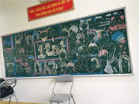 Chân dung của cả lớp được ai đó nhanh tay khắc họa. Ảnh: Vũ Thắng
