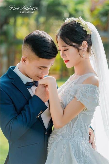 Vợ chồng nàng dâu trẻ Trần Thị Hà.