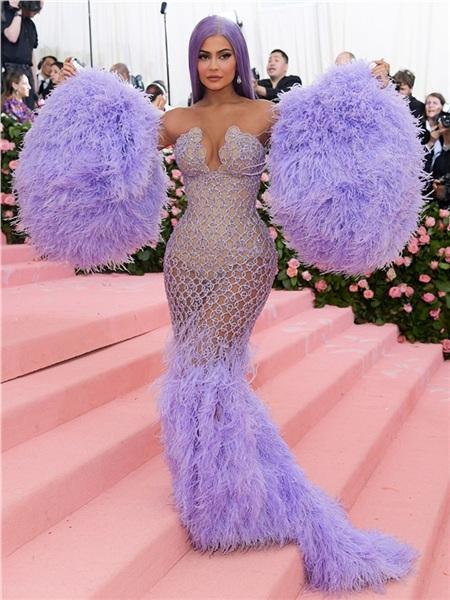 Kylie Jenner khiến người ta liên tưởng tới bộ trang phục huyền thoại của Lil Kim.