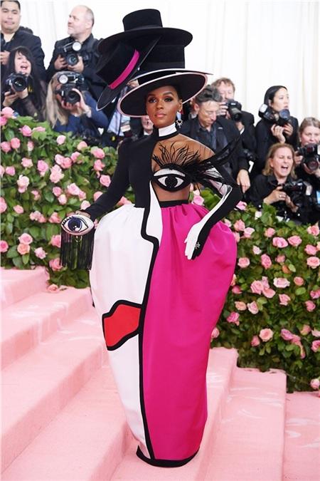 Janelle Monae xuất hiện trong trang phục đậm chất mỹ thuật.