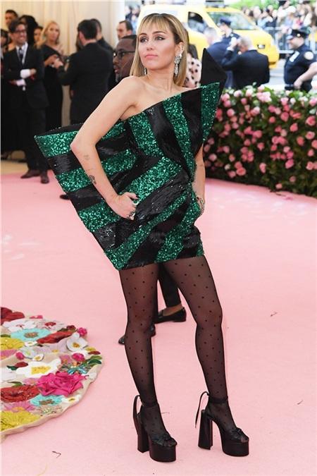 Miley Cyrus 'sương sương' vậy thôi nhưng phải công nhận rằng nữ ca sĩ ngày càng xinh đẹp.