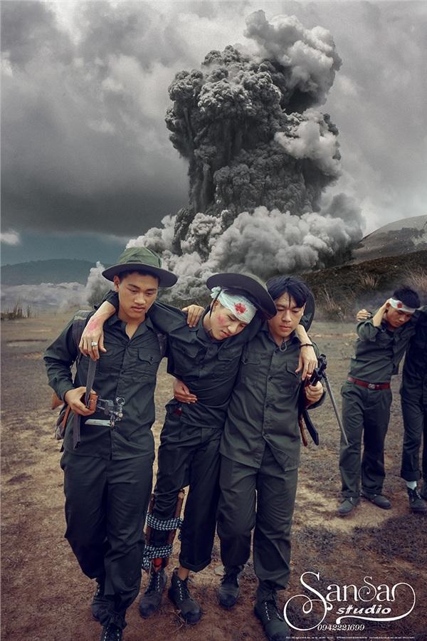Chụp ảnh kỉ yếu tái hiện một thời bom đạn, học sinh Hà Nội được khen tới tấp 'vừa ngầu, vừa ý nghĩa' 9