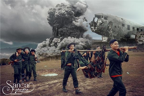 Chụp ảnh kỉ yếu tái hiện một thời bom đạn, học sinh Hà Nội được khen tới tấp 'vừa ngầu, vừa ý nghĩa' 7