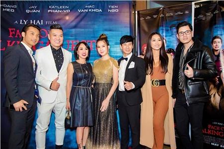 Nhiều nghệ sĩ tại hải ngoạiđã cùng các khán giả thưởng thức bom tấn ma hài Việt Nam đầu tiên được công chiếu ở Mỹ.