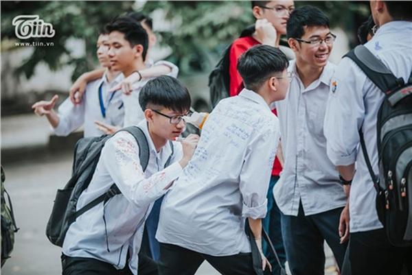 Ừ thời học sinh sẽ qua nhưng những kỉ niệm vui buồn sẽ luôn còn mãi 9