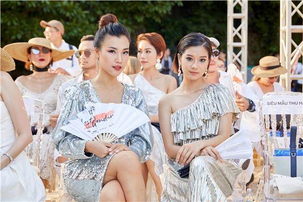 Spotlight thảm đỏ Fashion Voyage 2: Chiếc mũ 'lạ đời' của Jolie Nguyễn và layout makeup 'dữ dội' của Tú Hảo, Hoàng Oanh 0
