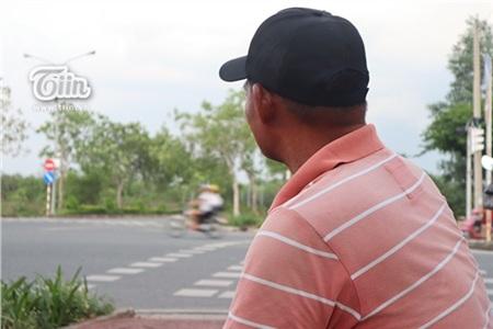 Chú Minh 'cô đơn' ở Sài Gòn: Cuộc sống không vợ không con và 20 năm ròng vá xe miễn phí cho sinh viên 13