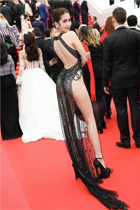 Chiếc váy gây tranh cãi của Ngọc Trinh tại LHP Cannes.