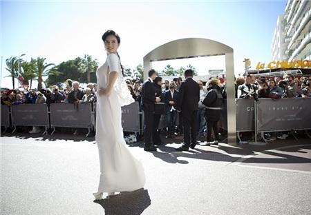 Các mùa trước, Lý Nhã Kỳ đã chứng minh đẳng cấp trên thảm đỏ Cannes bằng những trang phục này 1